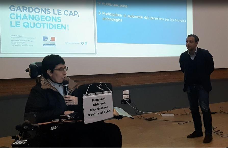 Odile Maurin prenant la parole devant le député Taquet