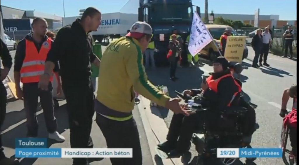 tentative d'intimidation de chauffeurs salariés qu iseront payés et que la police a laissé faire