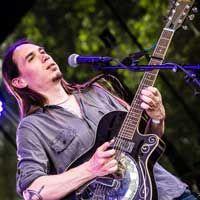 Yanik : Professeur de guitare chez alive my studio
